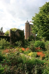 The hot colors in these beds at Sissinghurst Castle made it feel warmer that day.
